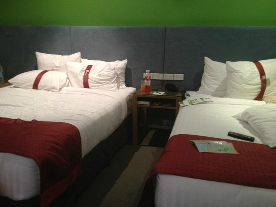 Holiday Inn Darling Harbour: Our Room (2 QS beds)