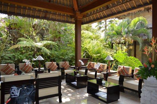 The Royal Pita Maha: rreception lobby