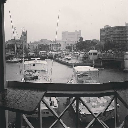 Waterfront Cafe: Rainy day view - still a great view!