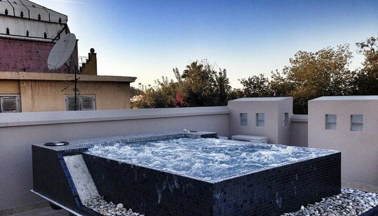 Roof terrace and jacuzzi picture of riad tahili spa for Terrace jacuzzi