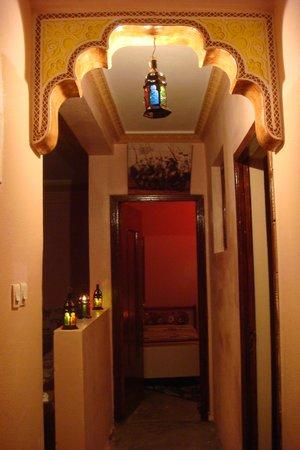 Dar Achain Guesthouse: Salon