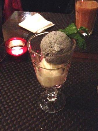 Ning : Black sesame seed, coconut ice cream