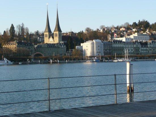 Radisson Blu Hotel, Lucerne: На набережной  около гостиницы