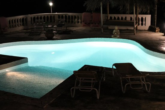 Morning Glory Villa : la piscine de nuit