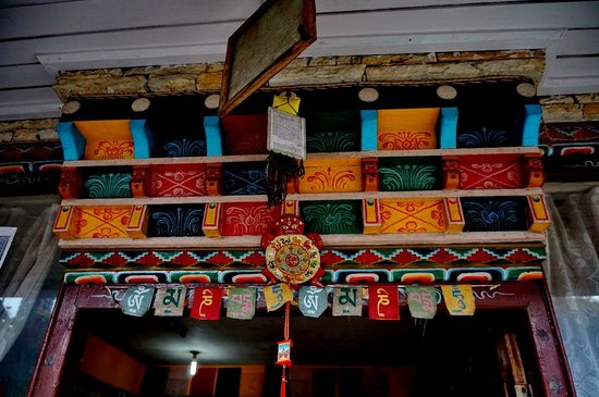 traditional decoration on the door of hotel garuda - Traditional Hotel Decoration
