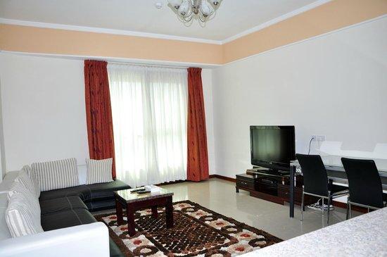 Marina Tower Hotel: living room