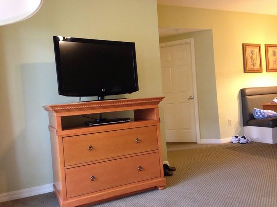 Wyndham Cypress Palms: Large TV IN FAMILY ROOM