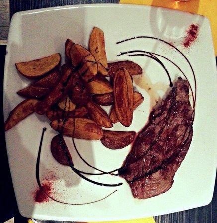La Briciola: Steak de boeuf avec pomme country