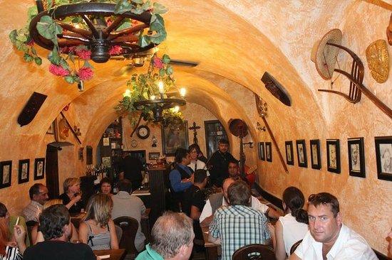 Gypsy Bar (Cikanska Jizba): К цыганам! Берут за душу...