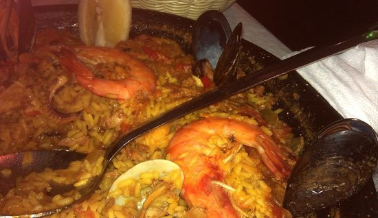 Restaurante Perlas del Mar: Delicious paella, with plenty of seafood