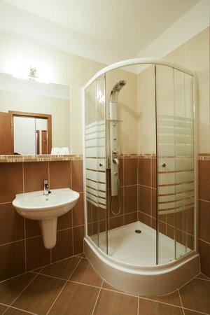 Hotel Dominika: Bathroom