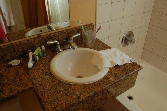 Diamond Head Inn : petite vasque dans la salle de bain