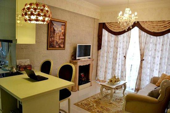 Canaan Suite: Victorian Style Suite
