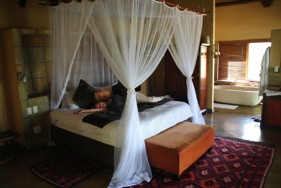 Elephant Plains Game Lodge : (Not shown: two outdoor, pebble-tiled showers)