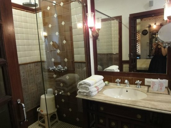 Pearl Palace Heritage - The Boutique Guesthouse: The bathroom