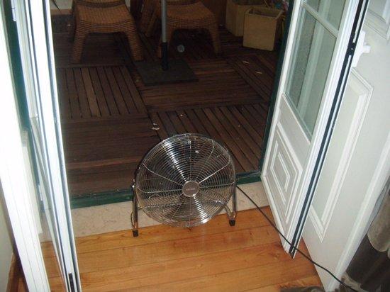 Casa de Santos Bed & Breakfast: Room airconditionair near smokers porch.