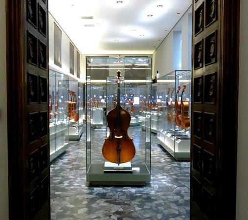 """Museo del Violino: Sala Vincitori del Concorso """"Triennale""""/Winners of """"Triennale"""" competition Room"""
