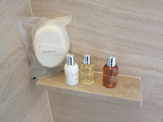 The Shilla Seoul: 욕실 화장품(몰턴브라운, 영국산입니다)