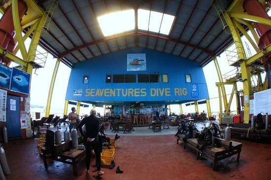 Seaventures Dive Rig: Gearing up!