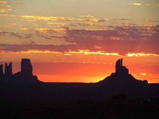 Goulding's Lodge & Campground : vue depuis la chambre au levé du soleil