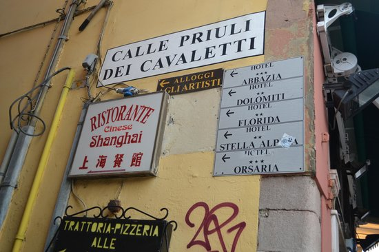Hotel Abbazia: Street Name - look up!