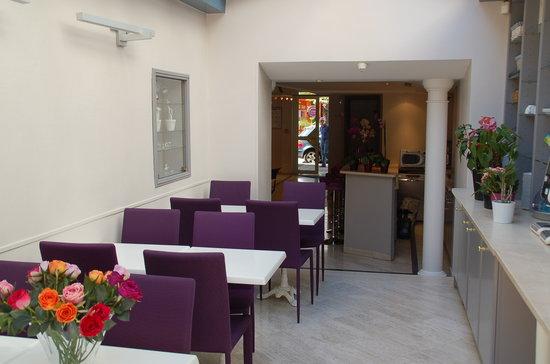 Hotel de la Fontaine : inside breakfast area / reception hall