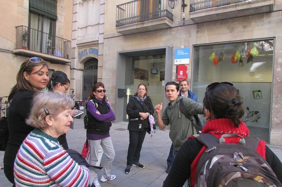 Travel Bound Barcelona Free Walking Tours: Visita Guiada por Roberto.