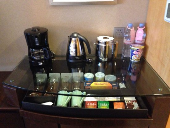 Ningbo Marriott Hotel : Room coffee/tea station