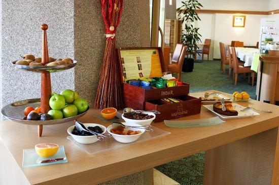Mercure Rennes Centre Gare Hotel: Daily breakfast buffet