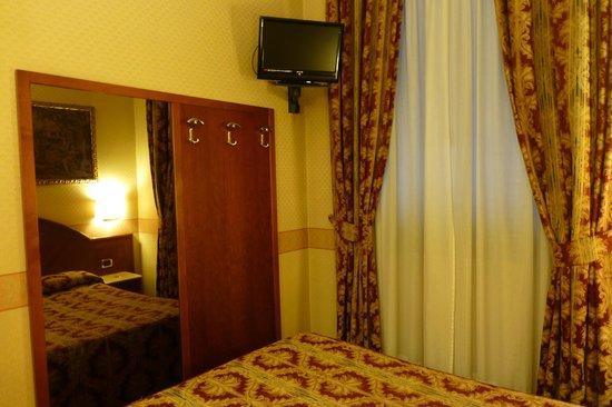Mokinba Hotel King : camera