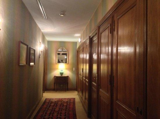 Chateau de la Treyne: Pasillo hacia habitaciones