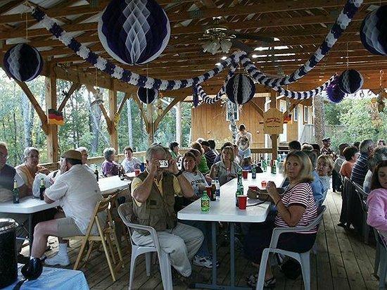 Four Paws Kingdom: Octoberfest