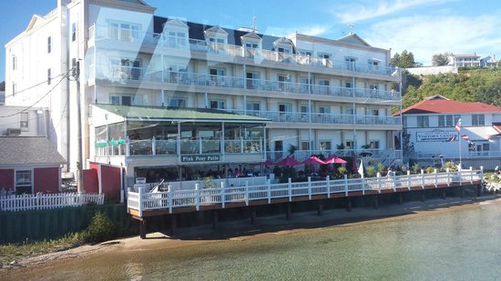 Chippewa Hotel Waterfront: Hotel view from the water
