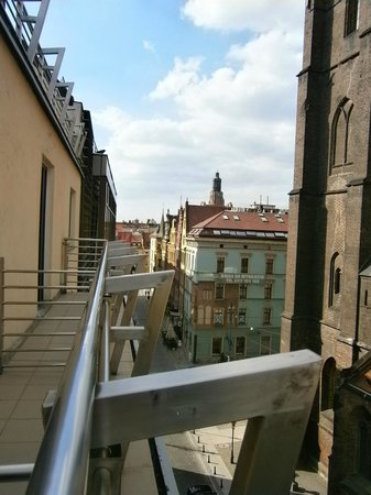 Qubus Hotel Wroclaw: View up to Old Town Square