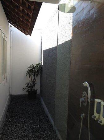 Astana Kunti: outdoor shower