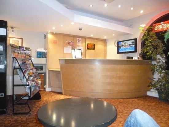 Elysee Hotel: reception