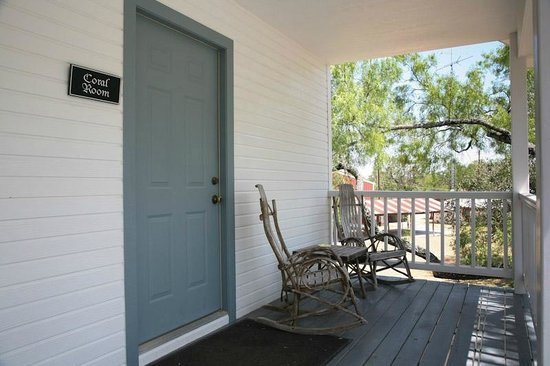 Full Moon Inn: Coral room porch and rocking chairs