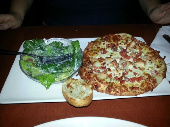Blue Cactus Bar & Grill: Chicken Bruschetta Pizza