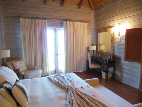 Sanctuary Cap Cana by AlSol: The bedroom