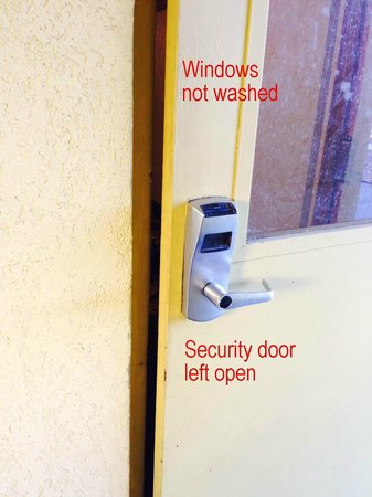 Econo Lodge Inn & Suites: Security doors left unlocked and windows not washed
