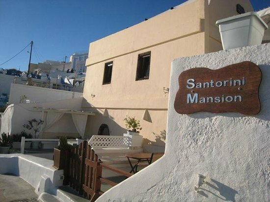 Santorini Mansion at Imerovigli: Santorini Mansion from the footpath