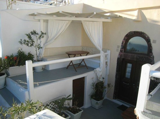 Santorini Mansion at Imerovigli: Terrace outside the cave apartment