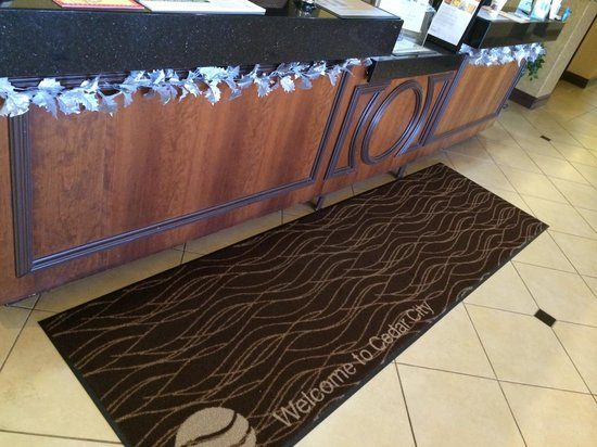 Comfort Inn & Suites Cedar City : Front Desk