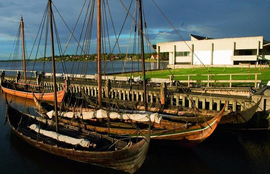 Museo de Barcos Vikingos: Visit the scenic Museum Harbour and the reconstructed Viking Ships
