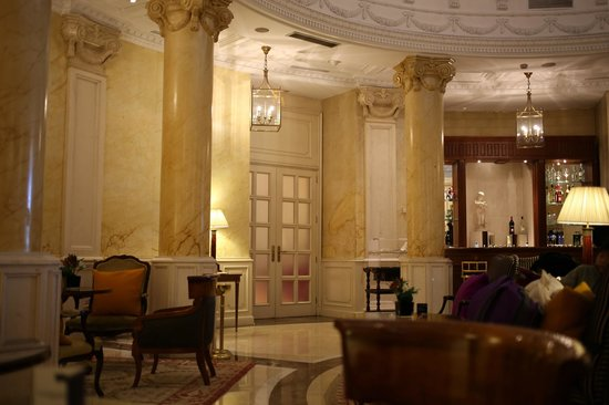 Gran Melia Fenix: Lobby entrance to dining area
