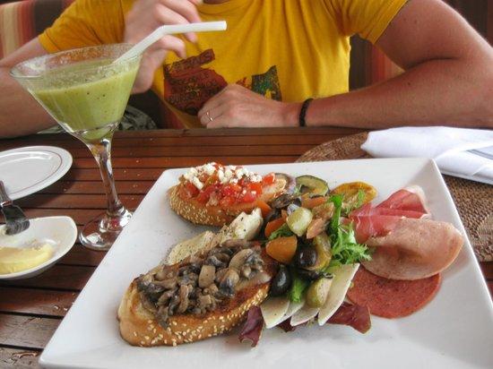 Puri Santrian Beach Club Bar & Restaurant : antipasto
