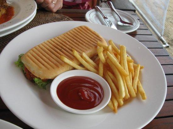 Puri Santrian Beach Club Bar & Restaurant : snacks