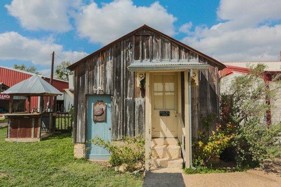 Full Moon Inn: The Cottage