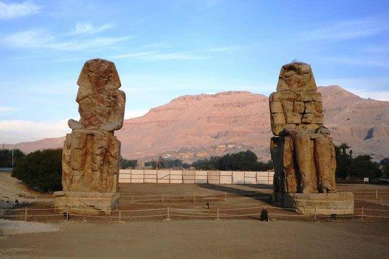 Colossi of Memnon: Memnon Kolosse 2012