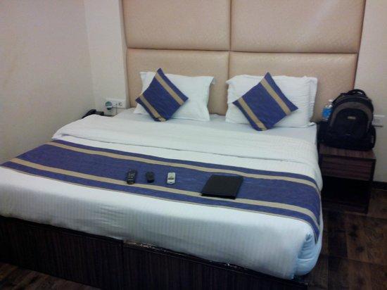Hotel Rupam: Cozyy Bed